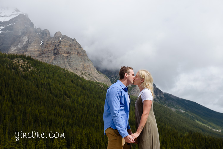 lake_louise_proposal_moraine_lake-24